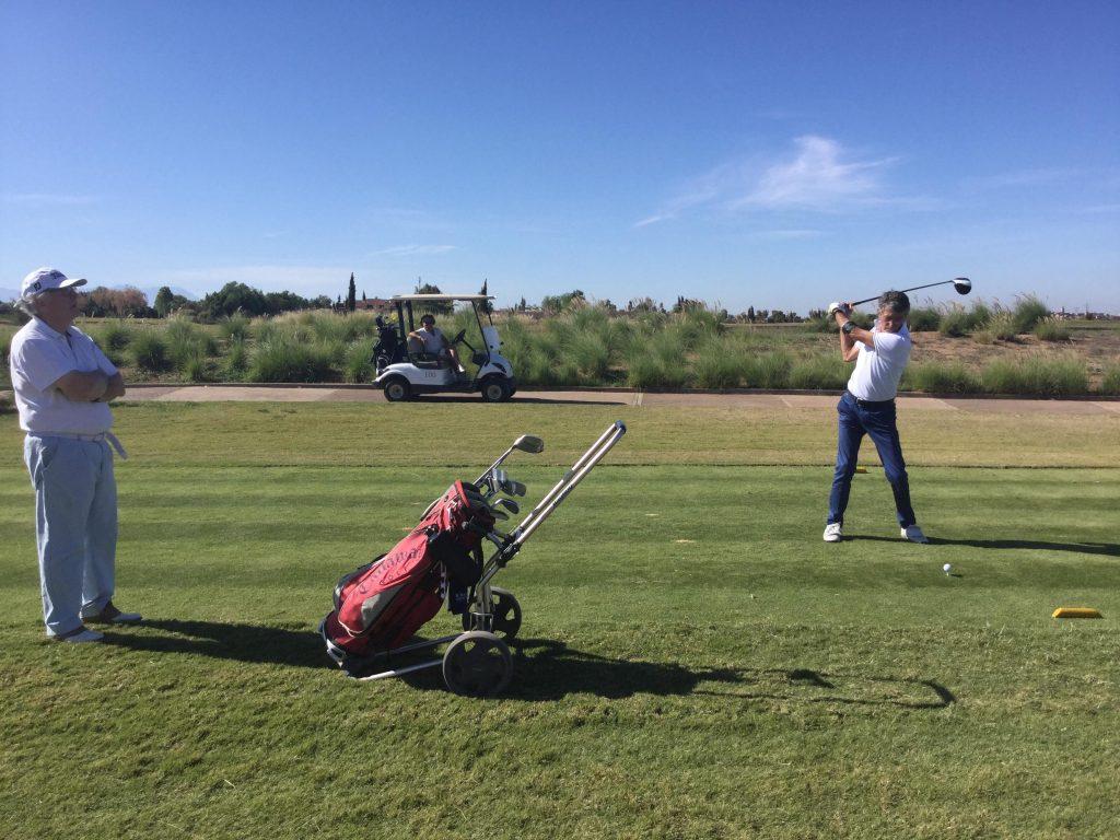 golfeurs lyonnais en action au Marrakech Ourika Palmgolf